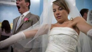 drunk_bride_holder_59570800_47513100
